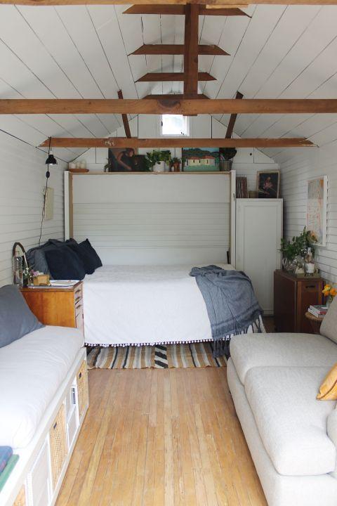 Wood, Room, Bed, Interior design, Floor, Property, Textile, Hardwood, Flooring, Ceiling,