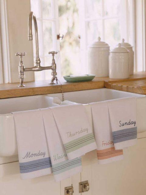 Bathroom sink, Plumbing fixture, Tap, Sink, Plumbing, Material property, Bathroom accessory, Peach, Ceramic, Mirror,