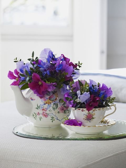 Serveware, Flower, Petal, Purple, Dishware, Lavender, Violet, Interior design, Floristry, Flower Arranging,