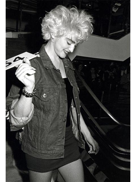Style, Black, Thigh, Blond, Monochrome photography, Black-and-white, Monochrome, Tights, Stocking, Bracelet,
