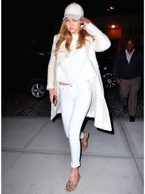 Clothing, Footwear, Leg, Human body, Joint, Outerwear, White, Human leg, Coat, Style,