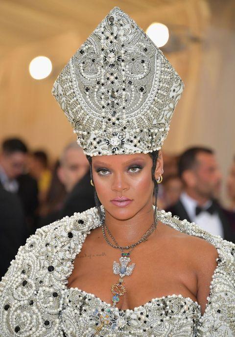 Style, Hair accessory, Fashion accessory, Headpiece, Jewellery, Headgear, Bridal accessory, Fashion, Beauty, Fashion model,