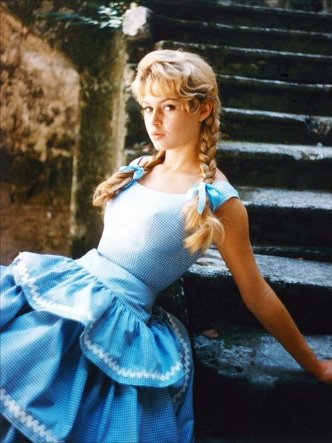 Hairstyle, Dress, Beauty, Day dress, Electric blue, Stairs, One-piece garment, Model, Blond, Costume,