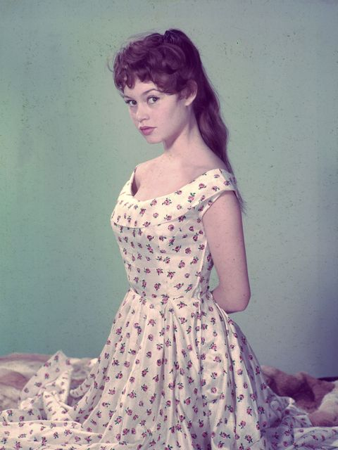 Hairstyle, Dress, One-piece garment, Day dress, Vintage clothing, Embellishment, Retro style, Portrait, Visual arts, Gown,