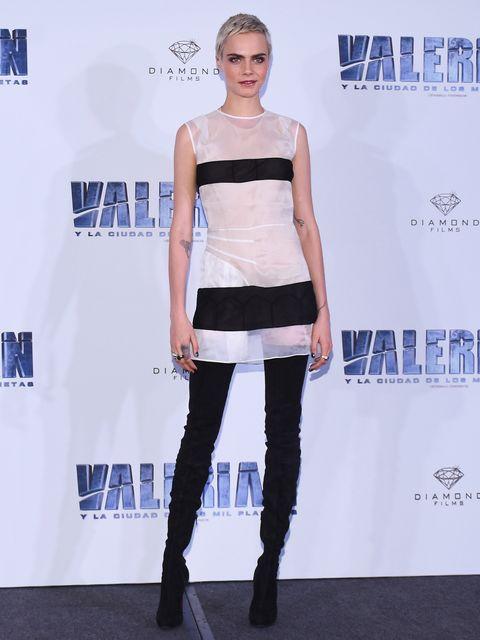 Sleeve, Shoulder, Joint, Style, Fashion model, Boot, Fashion show, Waist, Logo, Knee,
