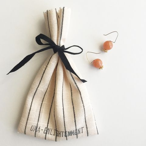 Product, Peach, Tan, Fawn, Beige, Ribbon, Knot, Invertebrate, Pollinator, Wing,