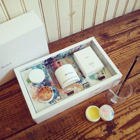 Serveware, Ingredient, Peach, Hardwood, Wood stain, Cup, Breakfast, Box, Packaging and labeling,