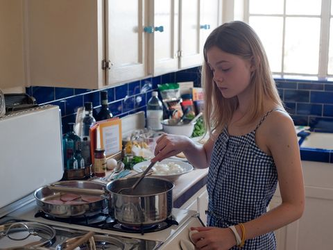 Kitchen, Cooking, Gas stove, Room, Cookware and bakeware, Kitchen stove, Jewellery, Major appliance, Stove, Cooktop,