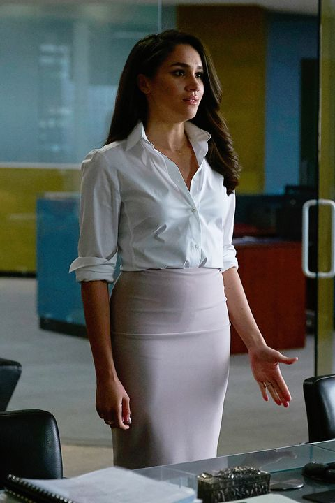 White, Clothing, Pencil skirt, Shoulder, Fashion, White-collar worker, Leg, Long hair, Waist, Formal wear,