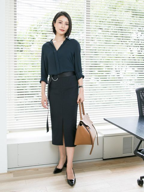 Clothing, Pencil skirt, Fashion, Dress, Shoulder, Footwear, Formal wear, Leg, Suit, Blouse,