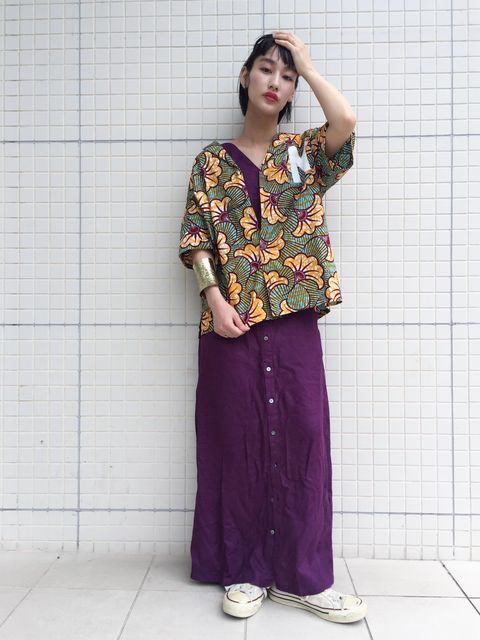 Sleeve, Shoulder, Pattern, Style, Street fashion, Purple, Waist, Temple, Neck, Magenta,