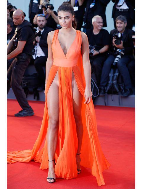 Flooring, Dress, Style, Orange, Carpet, Premiere, Fashion model, Fashion, Fashion show, Public event,