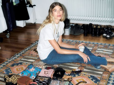 Flooring, Foot, Long hair, Wood flooring, Laminate flooring, Lap, Carpet, Fashion design, Ankle, Shelf,