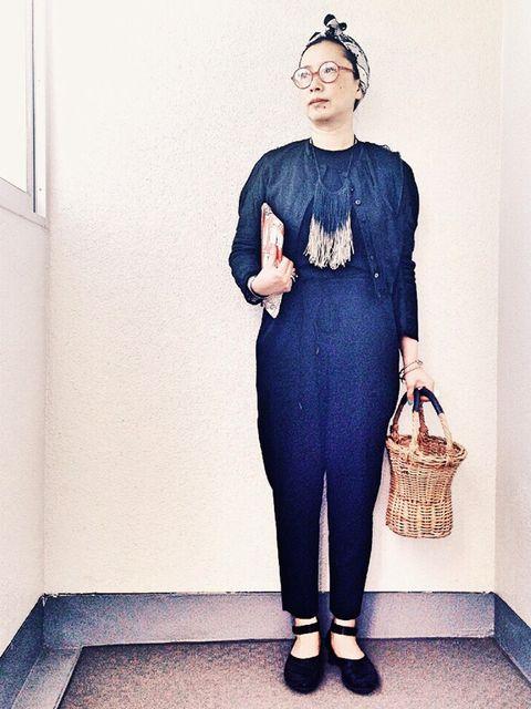 Sleeve, Shoulder, Standing, Cobalt blue, Waist, Bag, One-piece garment, Electric blue, Vintage clothing, Headpiece,