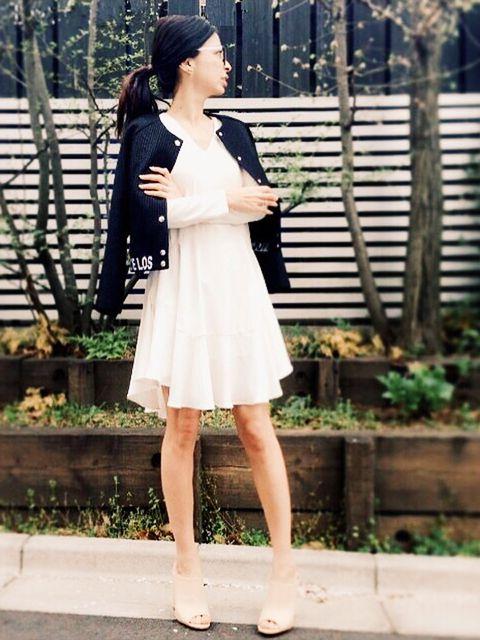 Clothing, Plant, Human body, Sleeve, Shoulder, Human leg, Joint, Dress, Street fashion, One-piece garment,