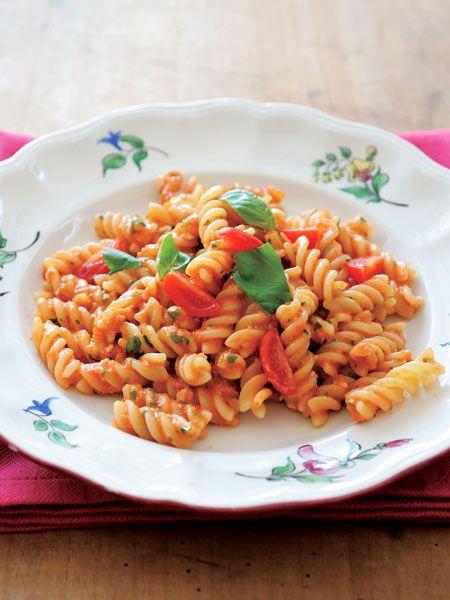 完熟トマトで作る生ソースパスタ のレシピ・作り方|ELLE gourmet [エル・グルメ]