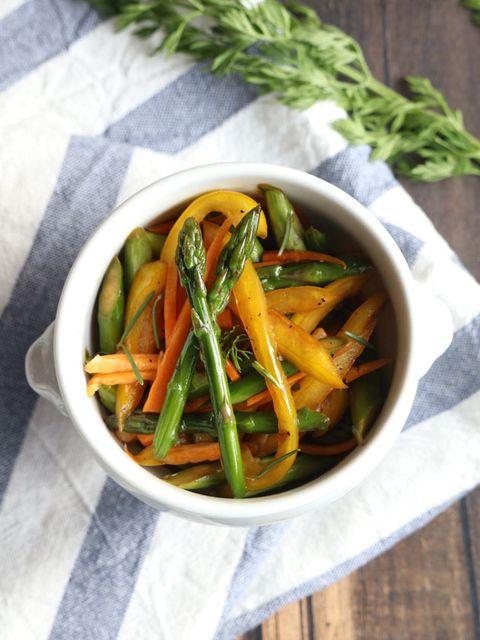 アスパラガスのハーブマリネ のレシピ・作り方|ELLE gourmet [エル・グルメ]