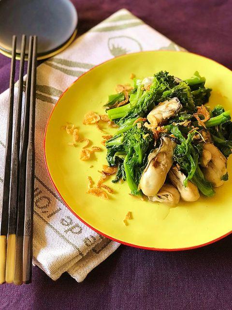 菜の花と牡蠣の蒸し煮 のレシピ・作り方|ELLE gourmet [エル・グルメ]