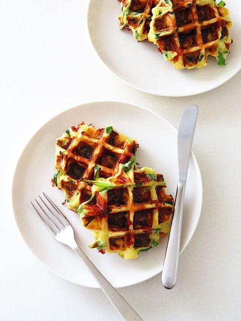 にらとじゃがいものおつまみワッフル のレシピ・作り方|ELLE gourmet [エル・グルメ]