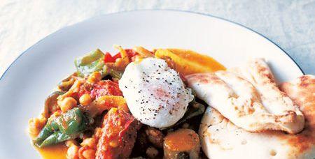 野菜のカレー風味煮込み ポーチドエッグ添え