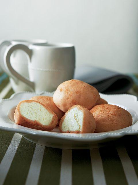 Coffee cup, Serveware, Food, Finger food, Cup, Ingredient, Drinkware, Cuisine, Bread, Baked goods,