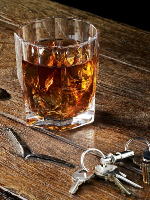 Drink, Old fashioned glass, Alcoholic beverage, Distilled beverage, Drinkware, Alcohol, Rusty nail, Liqueur, Old fashioned, Glass,