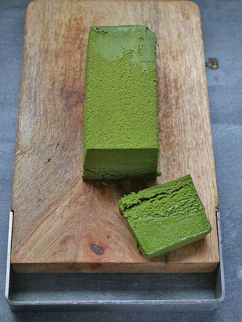 Green, Wood, Hardwood, Rectangle, Wood stain, Vegetarian food, Plywood, Sponge,