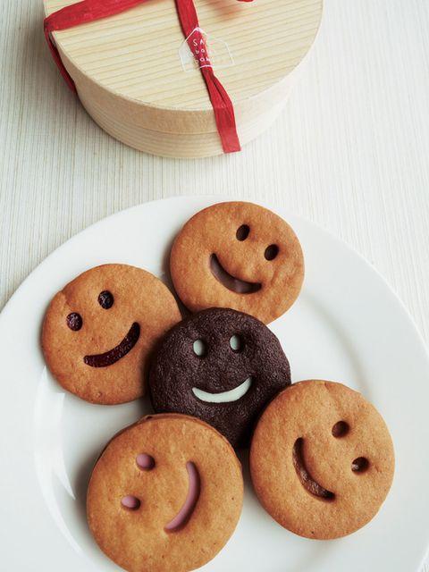 Finger food, Brown, Dessert, Food, Cookies and crackers, Baked goods, Biscuit, Snack, Recipe, Kitchen utensil,
