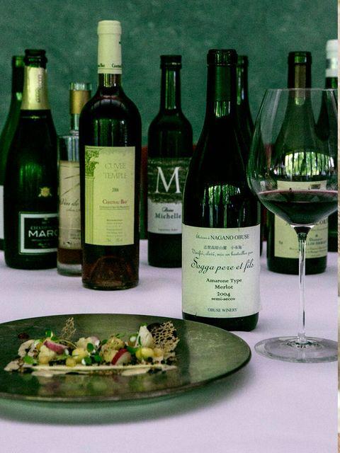 Glass bottle, Bottle, Glass, Drink, Alcoholic beverage, Alcohol, Barware, Liquid, Wine bottle, Drinkware,
