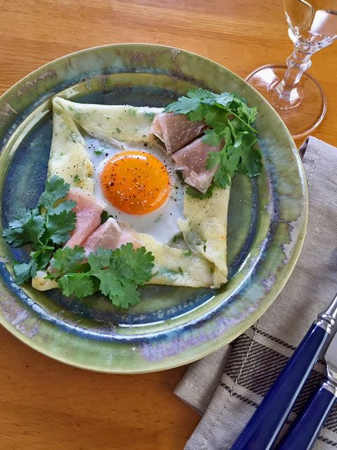 Food, Egg yolk, Dishware, Ingredient, Serveware, Meal, Tableware, Egg white, Breakfast, Kitchen utensil,