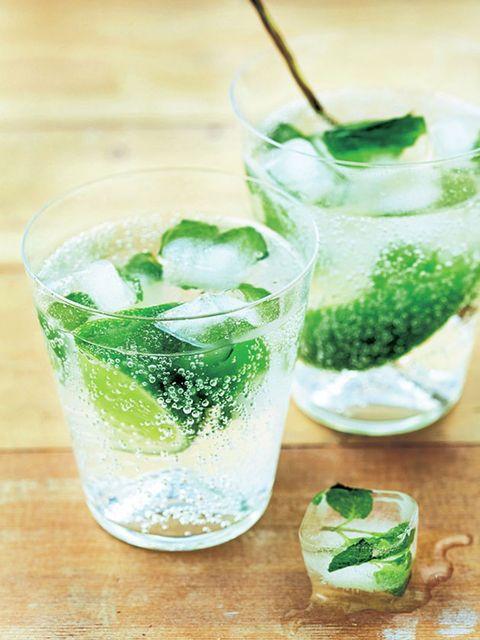 Liquid, Green, Fluid, Ingredient, Alcoholic beverage, Drink, Cocktail, Distilled beverage, Classic cocktail, Glass,