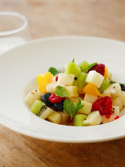 Food, Dishware, Salad, Produce, Cuisine, Serveware, Tableware, Vegetable, Ingredient, Fruit salad,