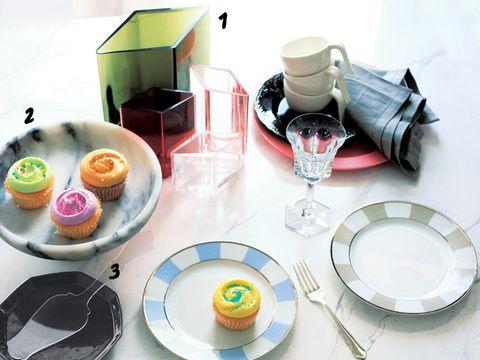 Serveware, Dishware, Sweetness, Tableware, Cuisine, Plate, Dish, Baked goods, Porcelain, Dessert,