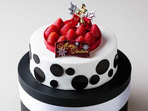 Cake, Birthday cake, Food, Cake decorating, Dessert, Red, Sugar paste, Baked goods, Torte, Fondant,