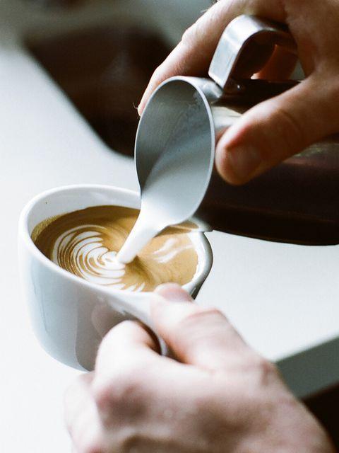 Finger, Coffee cup, Cup, Serveware, Drinkware, Single-origin coffee, Caffè macchiato, Espresso, Teacup, Flat white,