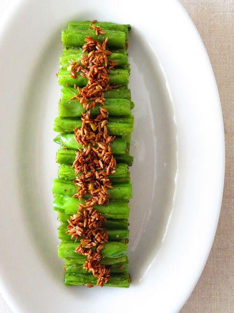 Green, Dishware, Leaf, Serveware, Ingredient, Food, Plate, Banana leaf, Porcelain, Dish,