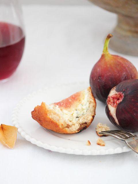 Food, Glass, Drink, Dishware, Serveware, Tableware, Produce, Natural foods, Plate, Fruit,