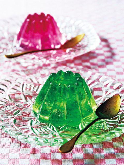Green, Leaf, Cutlery, Kitchen utensil, Spoon, Dishware, Gelatin, Household silver, Linens, Sweetness,