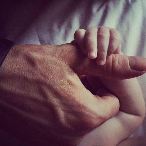 Finger, Skin, Wrist, Thumb, Nail, Gesture, Wrinkle, Flesh,