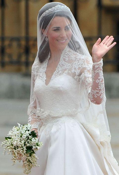 Veil, Wedding dress, Bride, Bridal accessory, Bridal veil, Clothing, Gown, Bridal clothing, Dress, Headpiece,