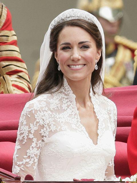 Hair, Headpiece, Skin, Bride, Dress, Hairstyle, Pink, Beauty, Tradition, Wedding dress,