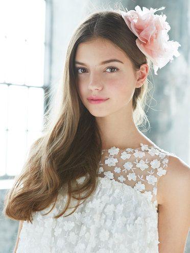 Hair, Hairstyle, Clothing, Headpiece, Beauty, Hair accessory, Skin, Long hair, Lip, Forehead,