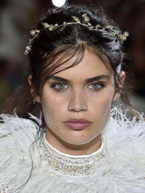 Hair, Face, Eyebrow, Hairstyle, Fashion, Headpiece, Beauty, Hair accessory, Lip, Chin,
