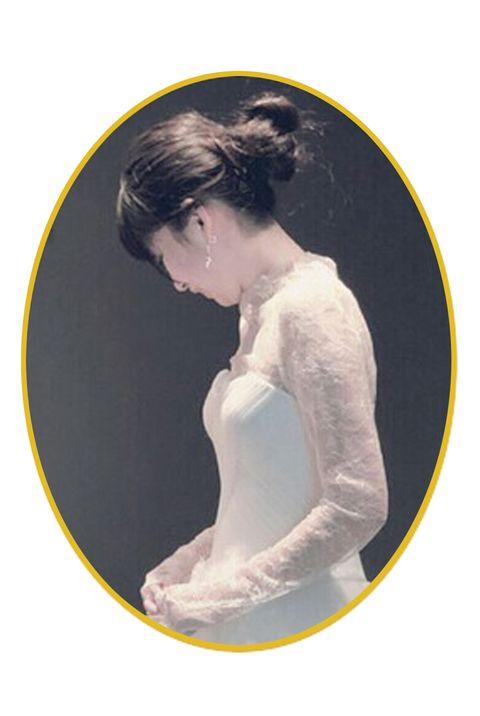 Hairstyle, Shoulder, Jaw, Black hair, Neck, Long hair, Back, Embellishment, Bridal accessory, Portrait,