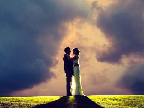 Cloud, Happy, People in nature, Dress, Romance, Interaction, Love, Honeymoon, Gesture, Backlighting,