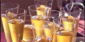 Yellow, Fluid, Glass, Drink, Liquid, Barware, Alcoholic beverage, Tableware, Drinkware, Amber,