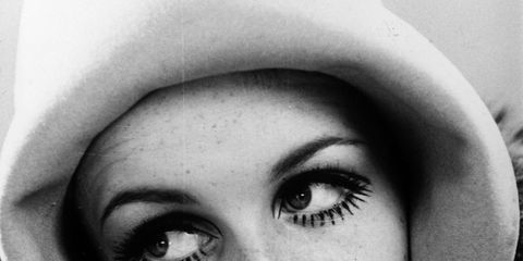Lip, Finger, Eyebrow, Eyelash, Style, Monochrome photography, Monochrome, Organ, Colorfulness, Nail,