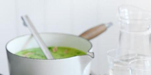 Serveware, Food, Cuisine, Green, Dishware, Ingredient, Liquid, Soup, Tableware, Drinkware,