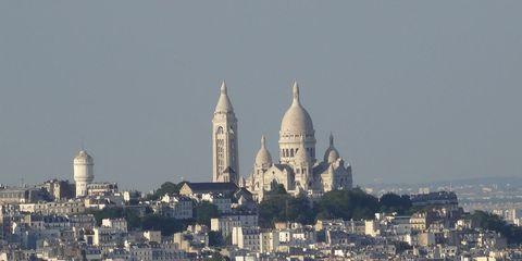 City, Urban area, Neighbourhood, Dome, Facade, Residential area, Roof, Metropolitan area, Landmark, Dome,