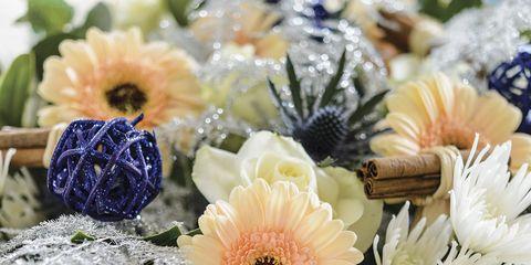 Petal, Flower, Flowering plant, Bouquet, Cut flowers, Floristry, Flower Arranging, Artificial flower, Annual plant, Pollen,